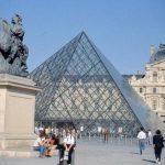Leonardo e Ferragamo sfilano insieme al Louvre