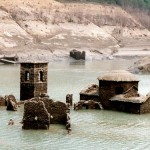 Eccole riemergere le rovine che ormai erano sommerse dal lago